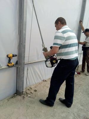 Gas portable valve actuator