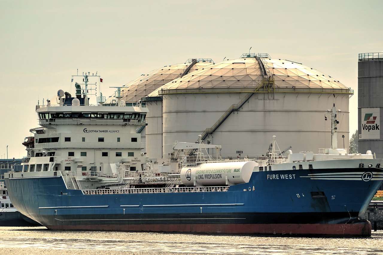 tanker-2875593_1280
